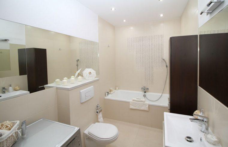 Oświetlenie łazienki – funkcjonalność i estetyka