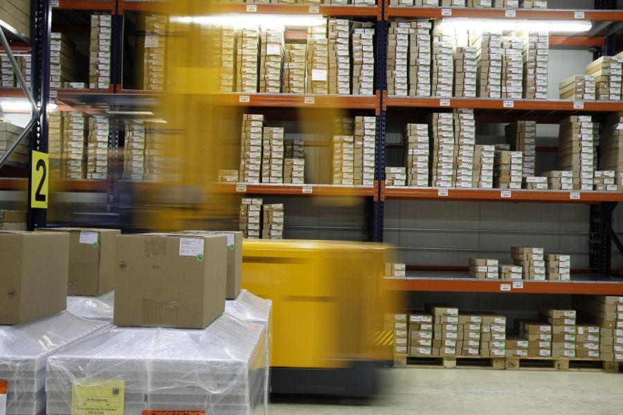 Taśma do pakowania z nadrukiem – jak może pomóc w prowadzeniu biznesu?